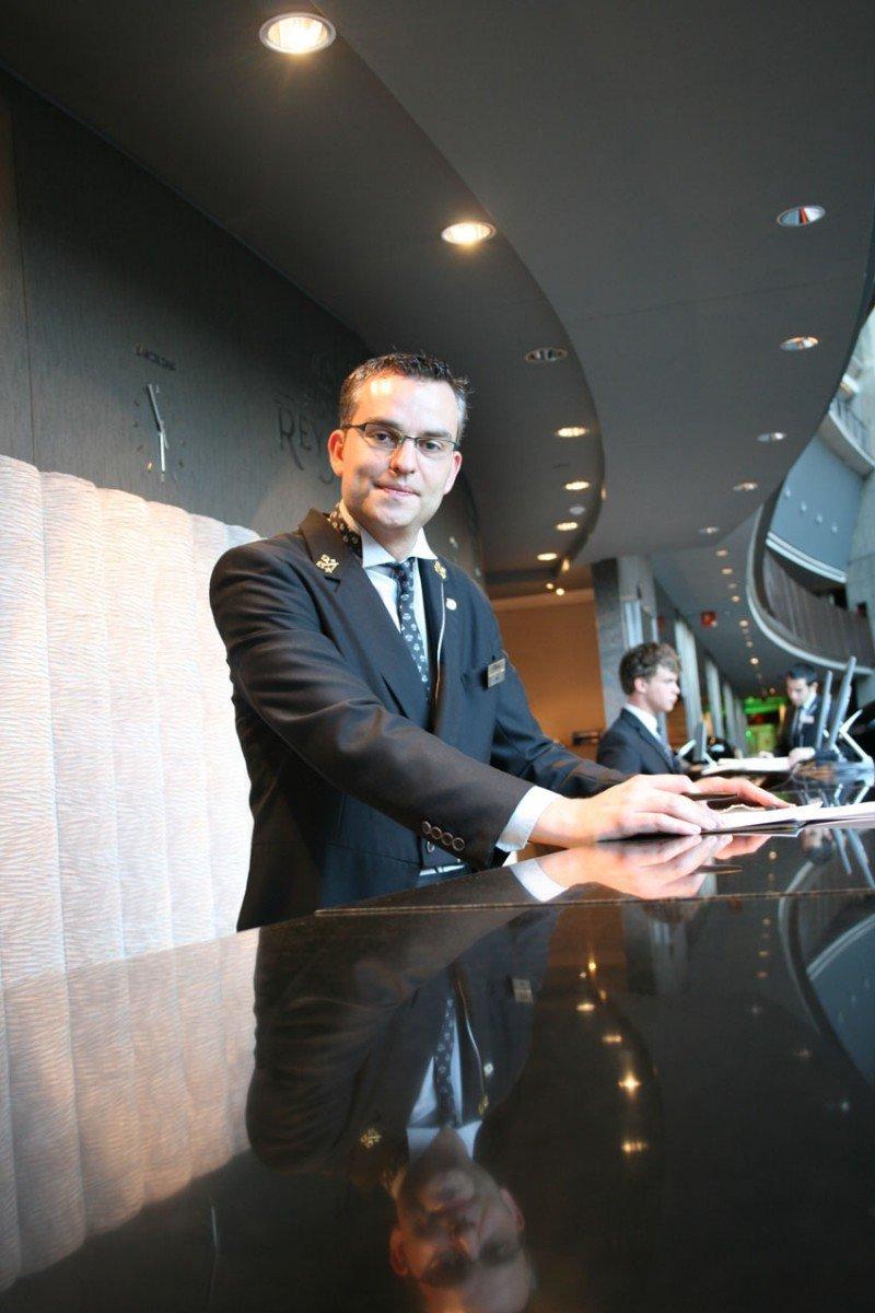 Jordi Leno es jefe de Conserjería del Hotel Rey Juan Carlos I.