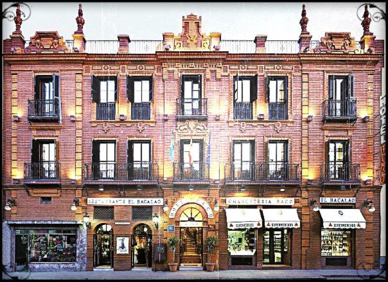 Fachada del hotel Baco, de 2 estrellas y con 25 habitaciones.