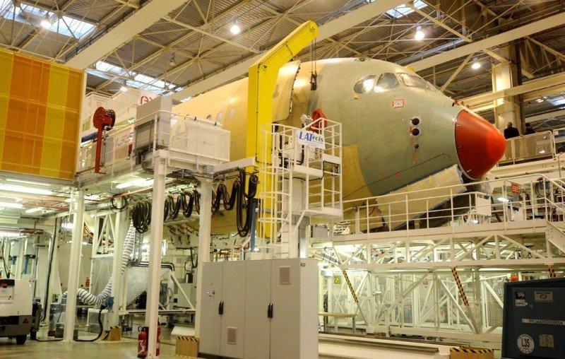 Línea  de montaje final del A350 XWB en la planta de Airbus en Toulouse.