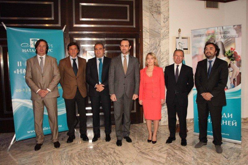 Representantes del Govern balear y empresarios junto a la CEO de Natalie Tours, Natalia Vorobieva.