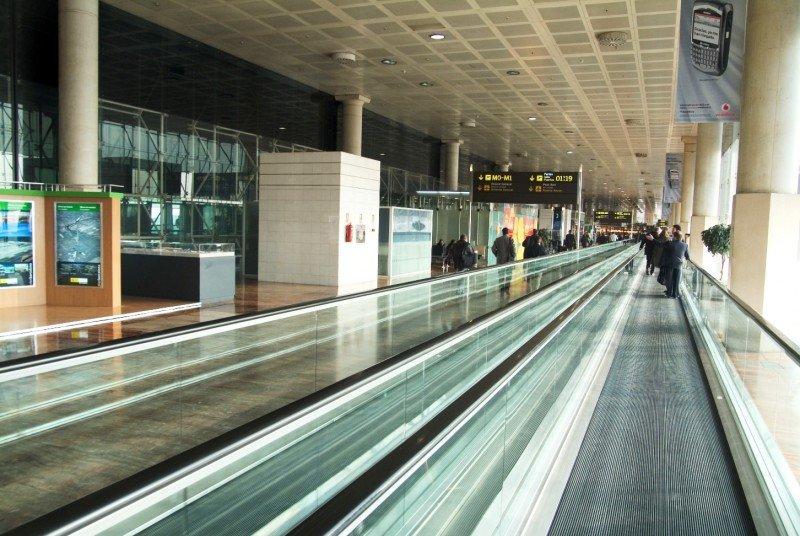 Continúa cayendo el tráfico de pasajeros en la red Aena.