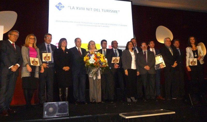 Fotografía de grupo de los premiados, junto a los organizadores del evento. Click para ampliar imagen.