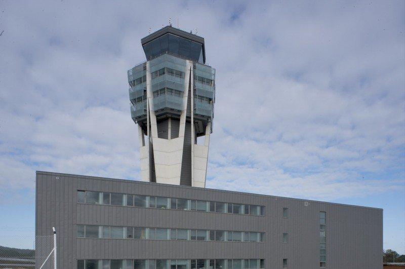 Torre de control del Aeropuerto de Santiago de Compostela.