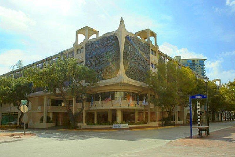 La fachada del hotel Mayfair está inspirada en la obra de Gaudí.