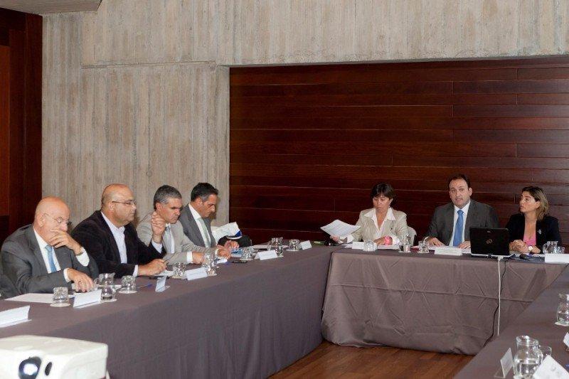 Reunión con los miembros del Consejo canario de Turismo.