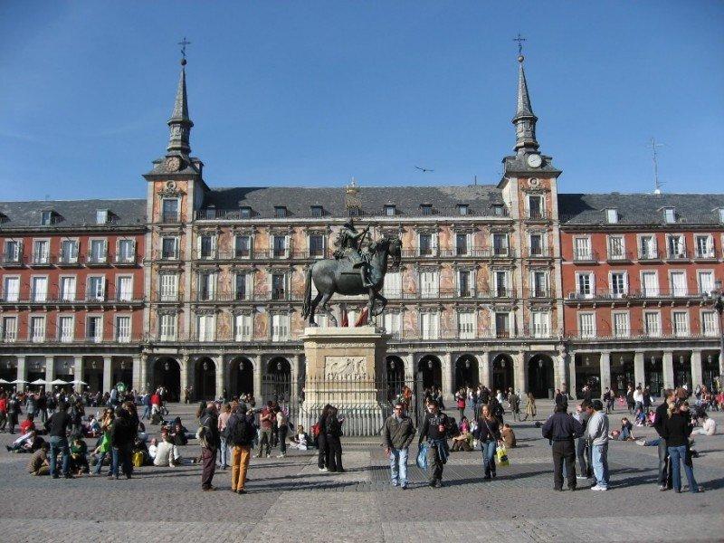 Viajeros, pernoctaciones y gasto caen en Madrid.