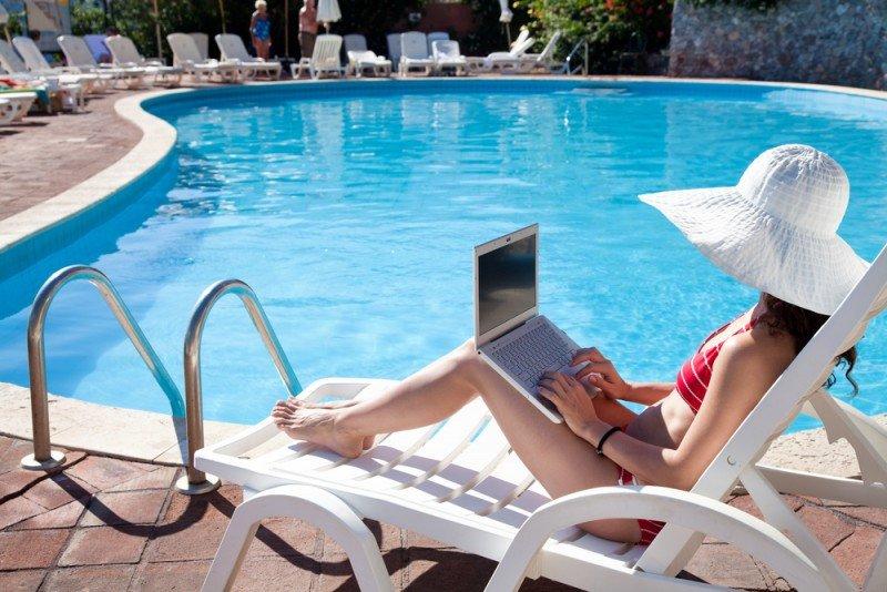 Los hoteles de 5 estrellas son los que en menor porcentaje ofrecen este servicio gratuito y los que lo cobran más caro. #shu#