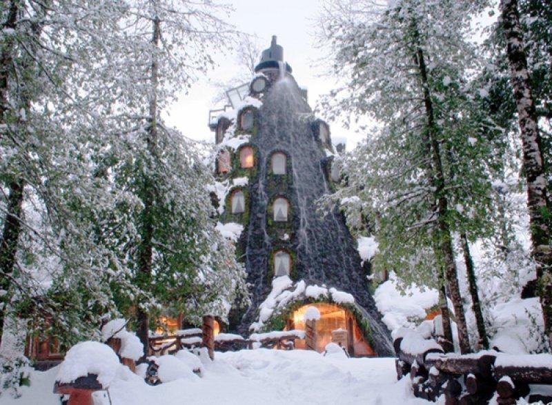 Montaña Mágica Lodge, un hotel dentro de una montaña