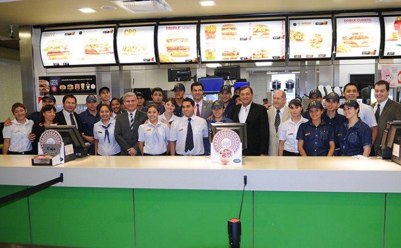 El gobernador Urtubey participó de la apertura del segundo local de Mc Donald's en Salta.