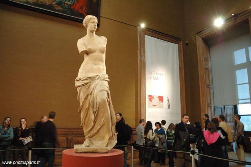 Los empleados del Louvre cierran el museo agobiados por los carteristas
