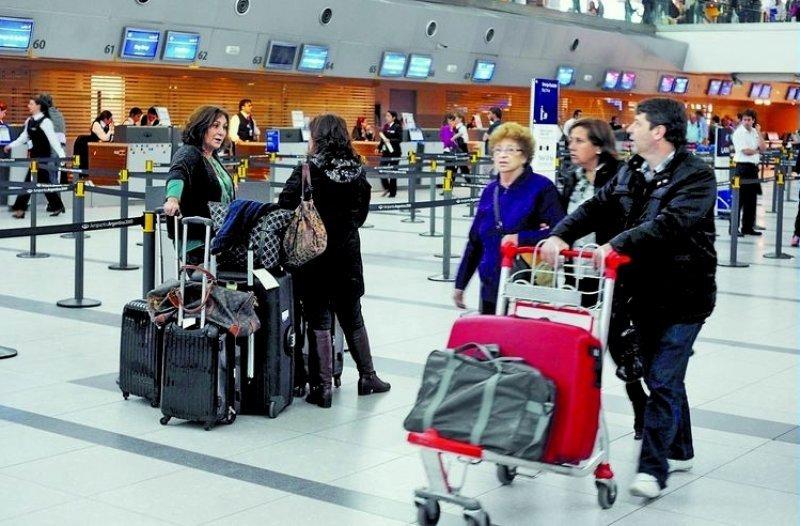 Se reducen 3,4% los viajes internacionales desde Argentina durante marzo