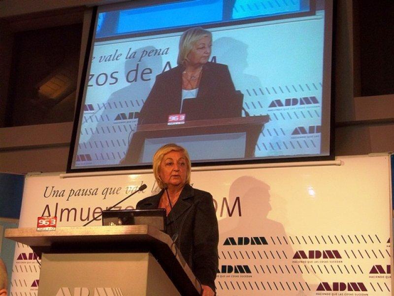 Ministra Liliam Kechichián en almuerzo de ADM
