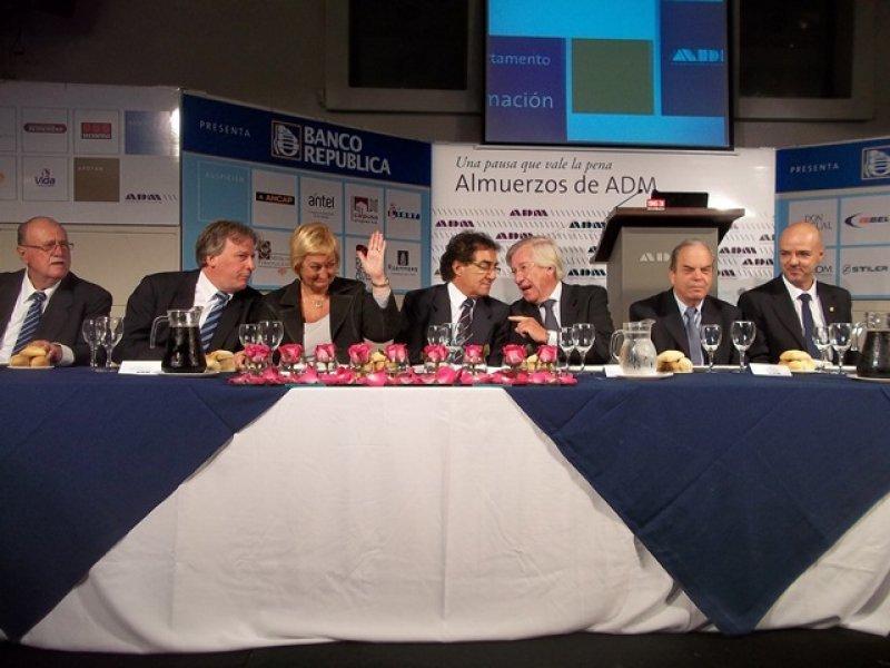 El vicepresidente Danilo Astori y el ministro de Economía, Fernando Lorenzo, acompañaron a la titular de la cartera de Turismo y Deportes