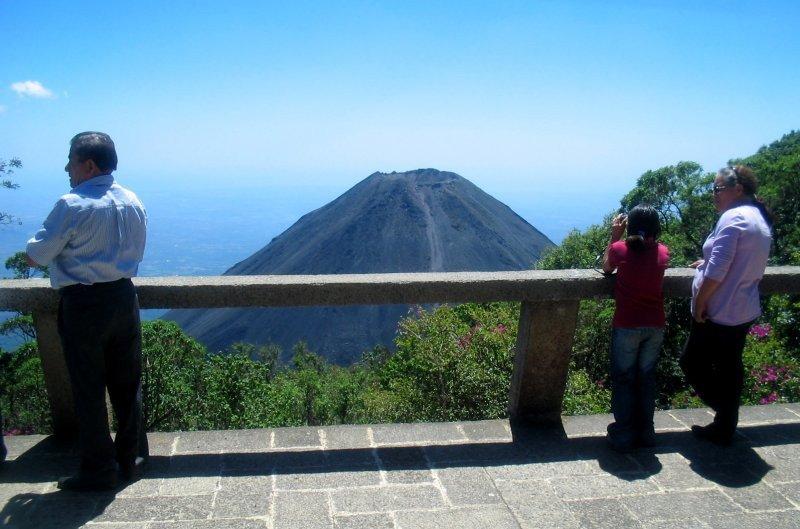 El Salvador prevé crecimiento turístico del 4% este año.