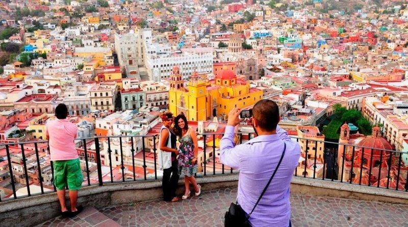 Los turistas que llegan por vía aérea son los que más gastan.