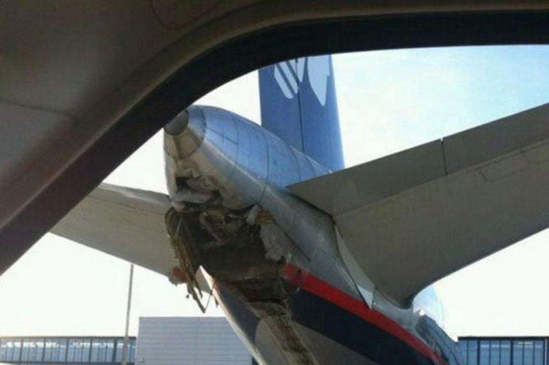 Avión de Aeroméxico dañado en Barajas (Foto: la Vanguardia)
