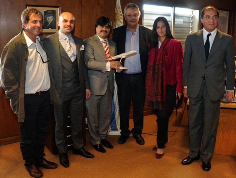 Delegación de la aerolínea turca en su visita a Montevideo