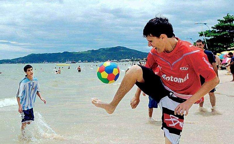 Alrededor de 1,6 millones de argentinos viajaron a Brasil el año pasado.