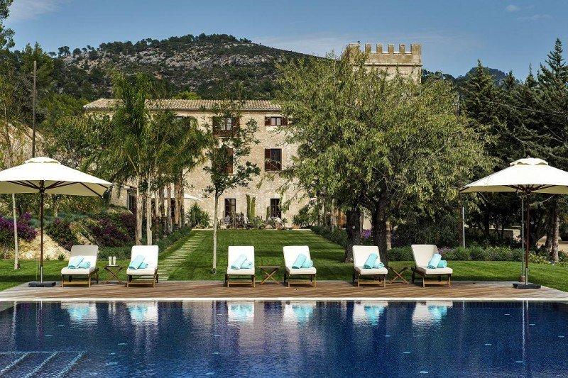 El hotel dispone de una piscina panorámica con vistas a la Sierra de Tramuntana, declarada Patrimonio de la Humanidad por la Unesco.