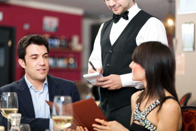 El traslado de fiestas tendría un impacto positivo sobre la facturación, según opina el 53,8% de los hosteleros. #shu#