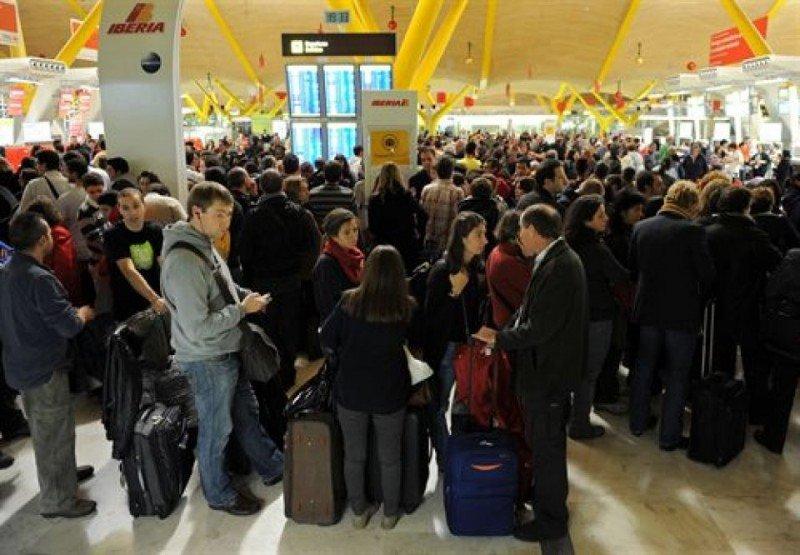 Más de 300.000 pasajeros se quedaron en tierra a causa del cierre del espacio aéreo (Foto: Jasper Juinen).