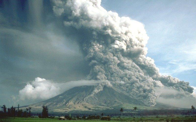 La erupción inesperada del volcán Mayón de Filipinas causa cinco muertos