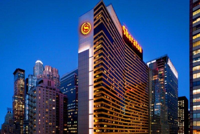 El Sheraton New York Times Square Hotel, uno de los seis renovados, es, con 1.781 habitaciones, su buque insignia.