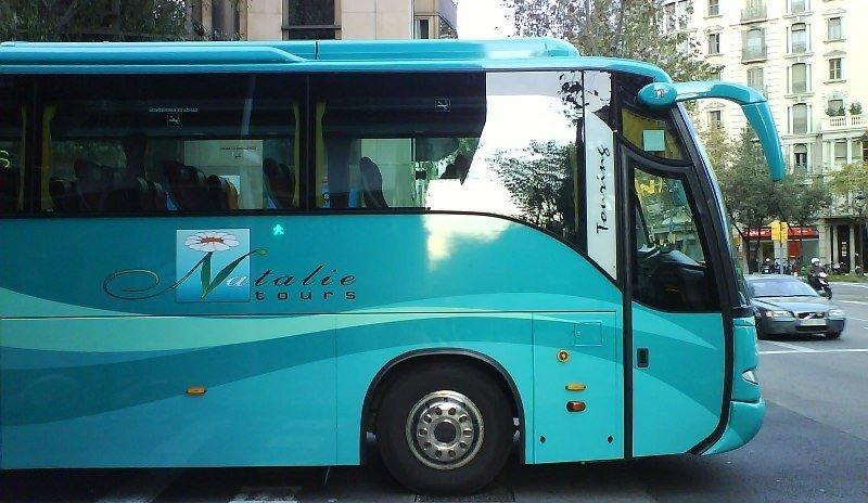 Autocar de Natalie Tours en Barcelona.