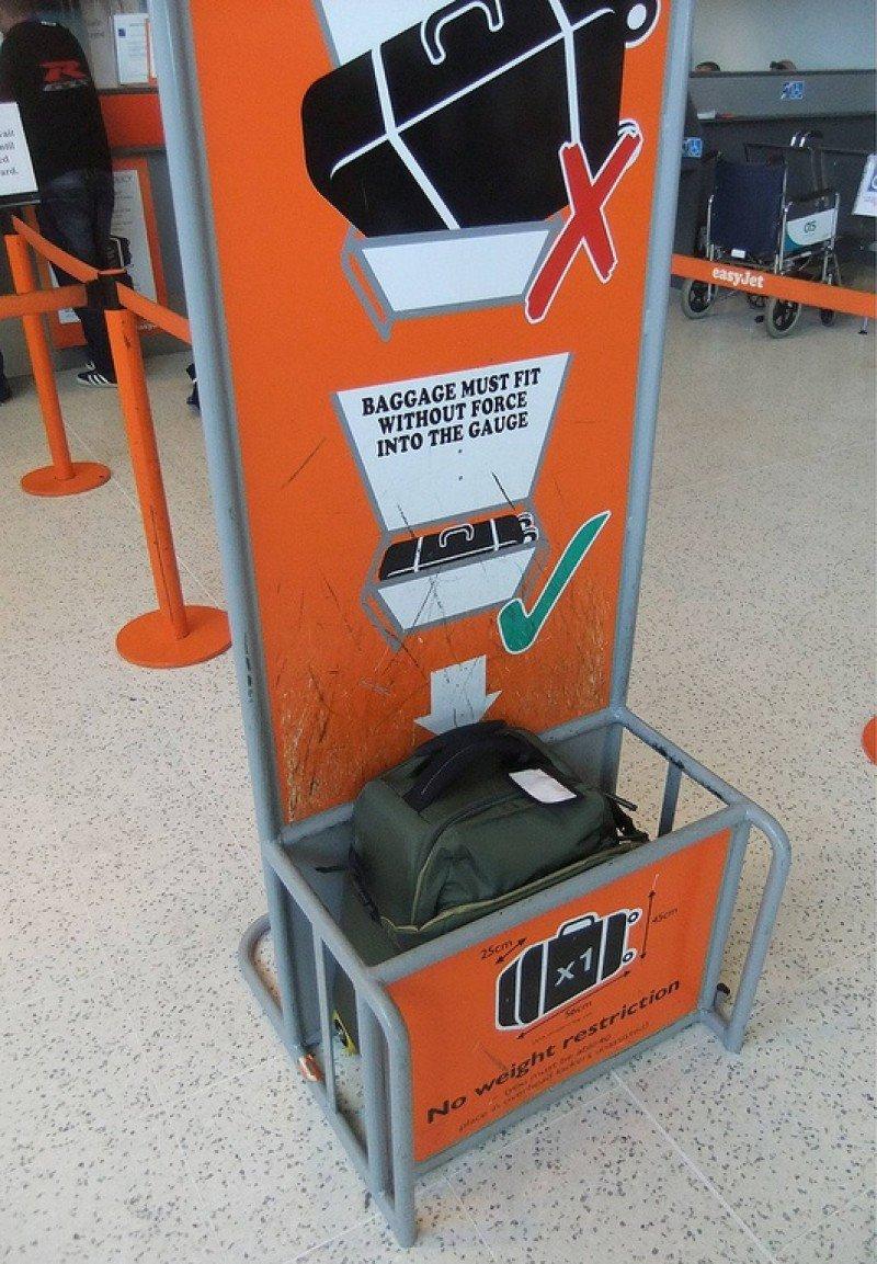 """EasyJet introduce un """"tamaño de garantía"""" para el equipaje de mano"""