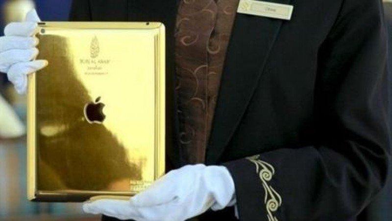 Un hotel de lujo de Dubai entrega a sus clientes un iPad de oro