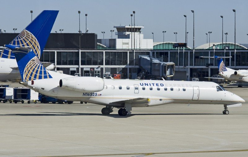 Recientemente United Express adquirió 30 Embraer (Foto de Terry McGraw, Planespotters.net).
