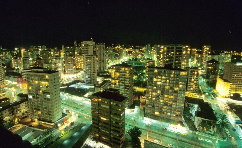 Imagen de Benidorm por la noche.