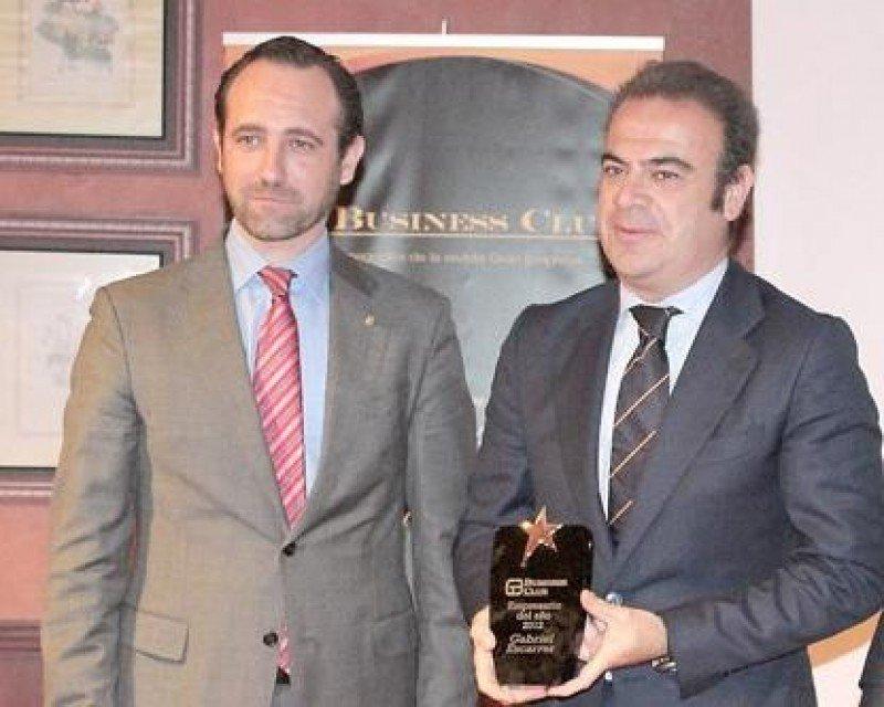 Gabriel Escarrer recibió la distinción de manos del presidente de Baleares, José Ramón Bauzà.