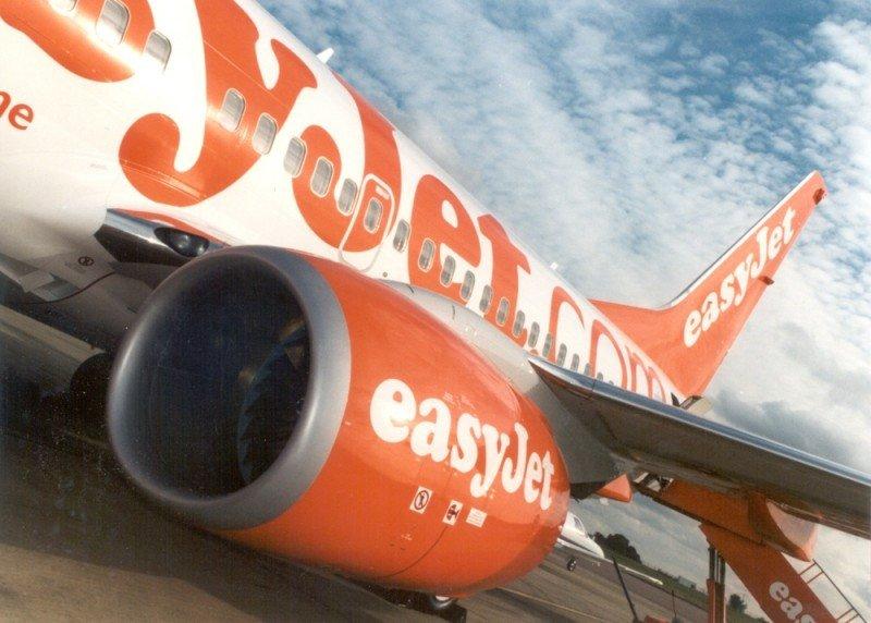 Un avión de easyJet aterriza de emergencia en Italia con una ventanilla rota