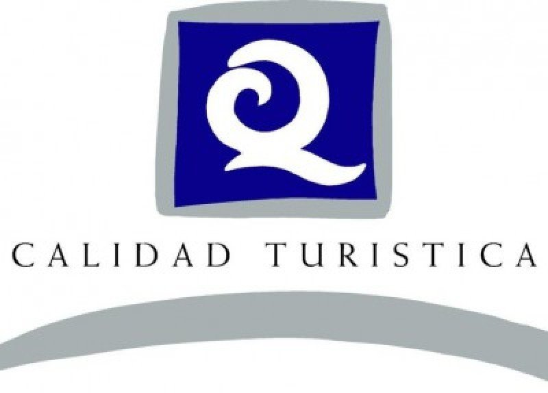 Galicia firma convenios con asociaciones turísticas para promover la calidad turística.