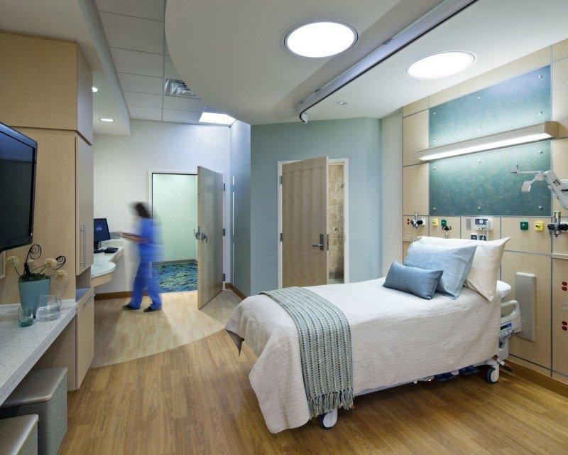 Bruselas expedientará a España por no aceptar la tarjeta sanitaria europea en zonas turísticas