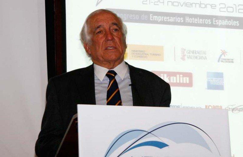Carlos Espinosa de los Monteros durante su intervencion en el último congreso de CEHAT.
