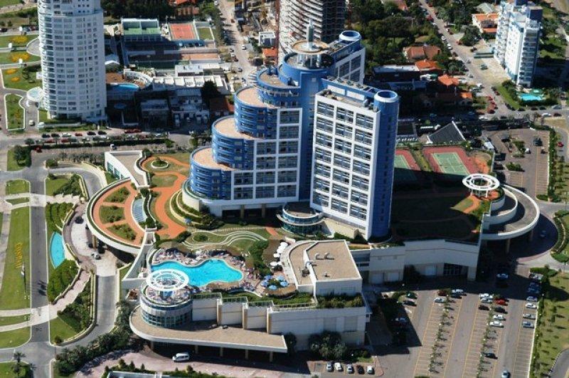 El hotel casino, emblema de Punta del Este, cambia de manos