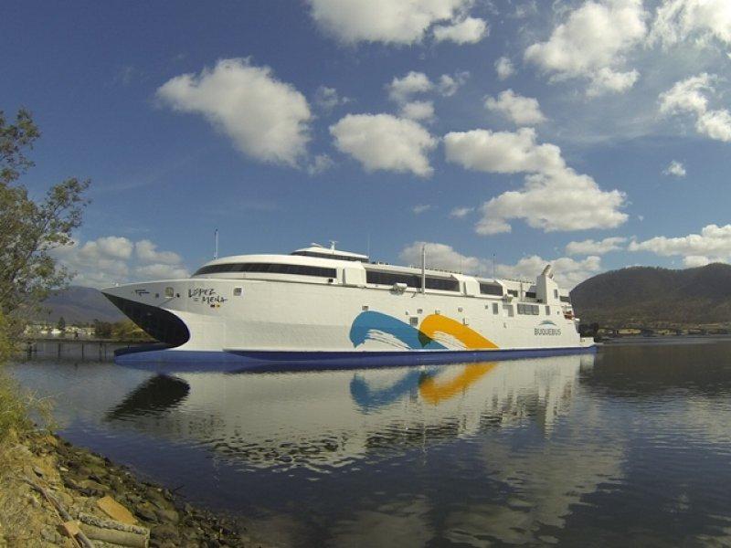 El nuevo barco reducirá el tiempo de viaje entre Montevideo y Buenos Aires en 35 minutos