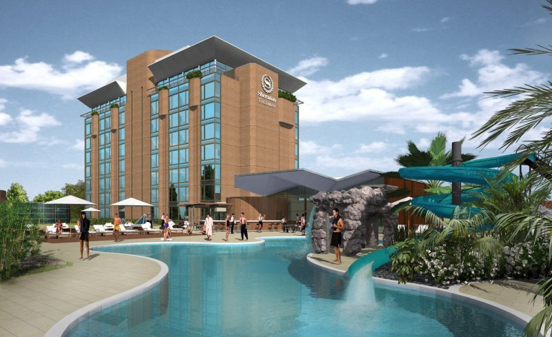 El hotel tiene 125 habitaciones y salones de convenciones para 2000 personas.