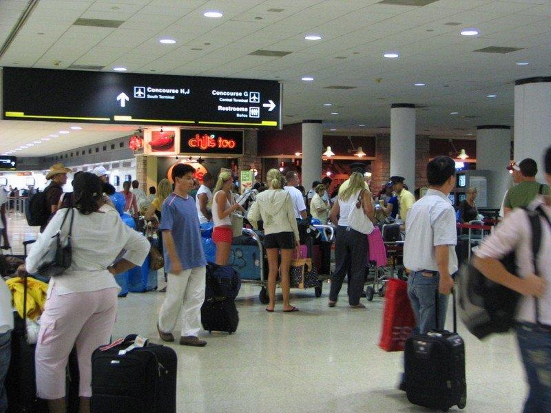 Pasajeros en el aeropuerto de Miami