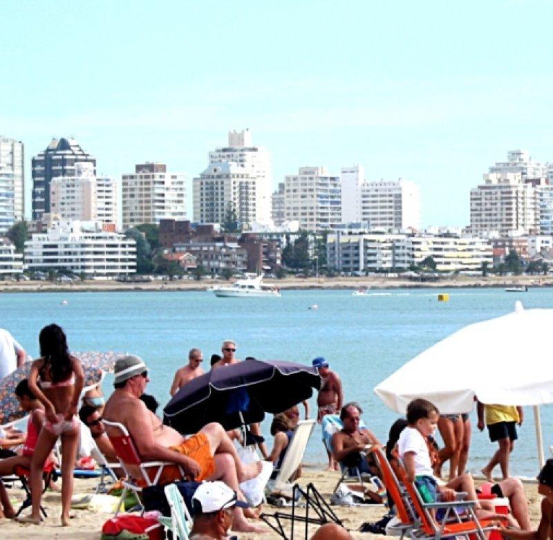 Turistas en Punta del Este