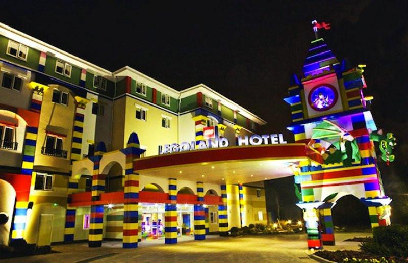 El hotel está junto al parque temático de Lego en California