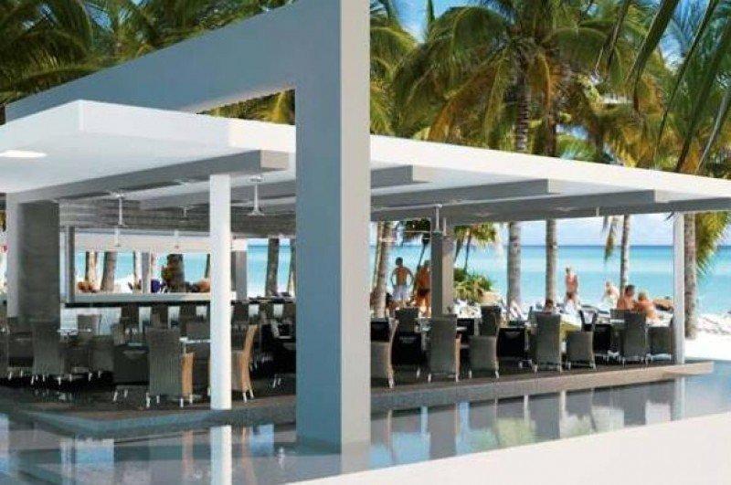 Tras la reforma el hotel dispondrá de tres piscinas, una de ellas completamente nueva y otra con bar acuático.