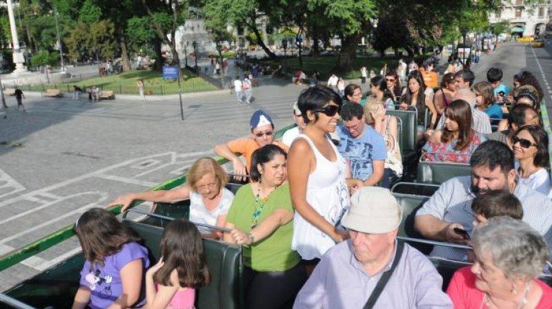 El paseo por la ciudad de Córdoba es una de las actividades que comparten los viajeros extranjeros.