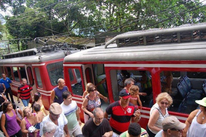 Procuran evitar aglomeraciones en el tren que lleva a la estatua