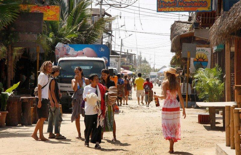 Montañita es uno de los destinos más elegidos por los jóvenes argentinos.