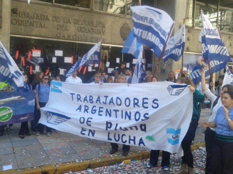 Son 92 los exfuncionarios de Pluna en Argentina que siguen adelante con sus reclamos al gobierno de Uruguay
