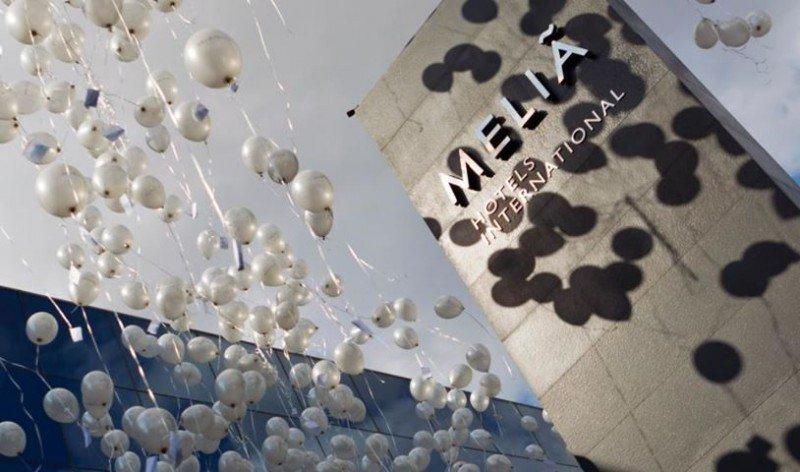Imagen de la celebración en 2011 del 55 aniversario de Meliá con sus trabajadores de Palma.