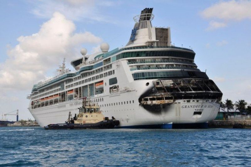 Royal Caribbean recorta beneficios por el incendio del Grandeur of the Seas